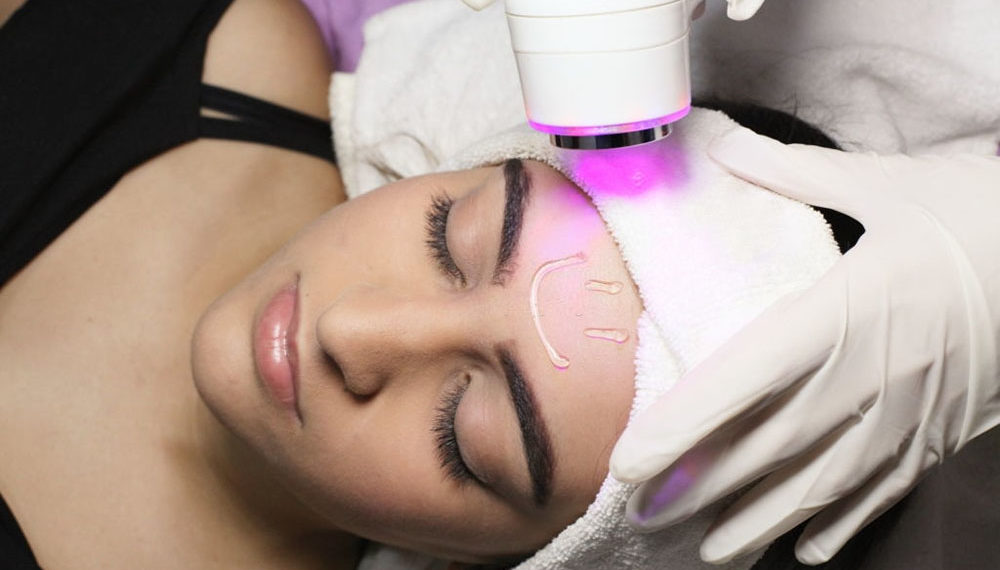 VALENCIA, VENEZUELA - JUN 22: An aesthetic doctor performs a LED session using light-absorbing gel, on June 22, 2018.